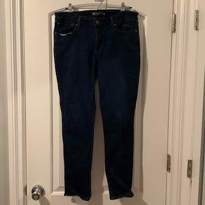 Demi curve, Levi skinny jeans
